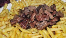 Pratos típicos, doces e produtos madeirenses a não perder na sua estadia